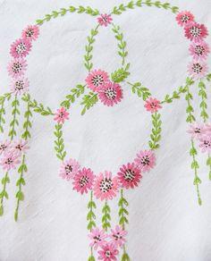 Grande bordado Toalha de Mesa - Bordados Mão Toalha de Mesa - tampa de tabela do vintage - decoração de casamento - flores da primavera