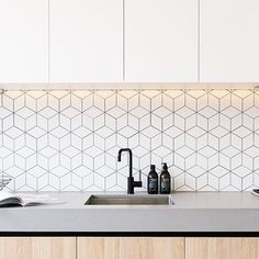 kitchen splashbacks Navigate to the initial site around Kitchen Splashback Ideas Kitchen Splashback Tiles, Kitchen Decor, Kitchen Inspirations, Interior Design Kitchen, Minimal Kitchen, House Interior, Modern Kitchen, Kitchen Backsplash Designs, Home Decor