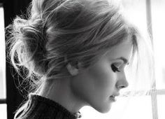 Messy chignon hair Beauty Tutorials: Hair tutorials love her hair Hair Messy Bun Hairstyles, Pretty Hairstyles, Wedding Hairstyles, Messy Updo, Messy Buns, Bouffant Bun, Braided Updo, Chignon Hairstyle, Vintage Hairstyles