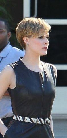 Celebrity Short Hairstyles Gorgeous Картинки По Запросу Pixie Cut Scarlett Johansson  Красота И
