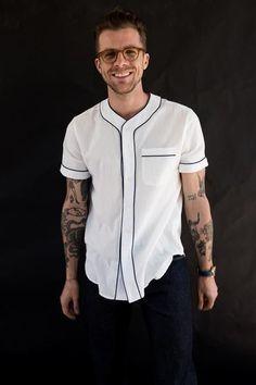 Camiseta Jersey. Macho Moda - Blog de Moda Masculina: Camiseta Jersey Masculina, pra inspirar! Camiseta com Botão, Camiseta Baseball, Baseball jersey, Camiseta Baeball jersey, Moda Masculina, Moda para Homens, Roupa de Homem,