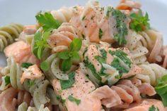 Recept: Špaldové cestoviny s lososom   Nebíčko v papuľke Russian Recipes, Pasta Salad, Veggies, Ethnic Recipes, Food, Meal, Vegetables, Essen, Cold Noodle Salads