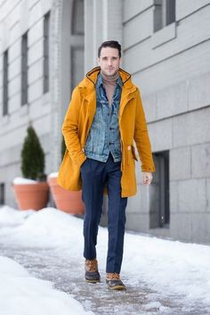 Men outfit with boots, turtleneck, denim jacket, yellow coat and navy blue trousers Winter Outfit For Teen Girls, Winter Outfits Men, Outfit Winter, Winter Wear, Summer Outfits, Denim Jacket Men, Denim Shirt, Parka, Duck Boots Mens