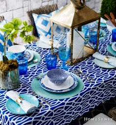 Canadian Home Trends' Style Editor shares her favourite finds. As Seen In Canadian Home Trends Magazine Spring 2014 Blue Table Settings, Beautiful Table Settings, Place Settings, Deco Turquoise, Bleu Turquoise, Dresser La Table, Homesense, Decoration Inspiration, Decor Ideas