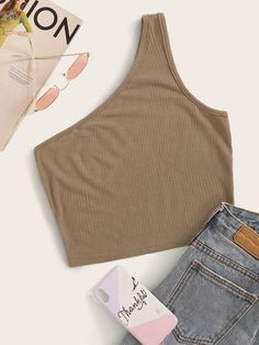 To find out about the One Shoulder Solid Crop Top at SHEIN, part of our latest Women Tops ready to shop online today! Pop Fashion, Fashion News, Fashion 2020, Fall Fashion, Fashion Outfits, Cheap Crop Tops, Blusas Top, Ribbed Crop Top, Crop Top Outfits