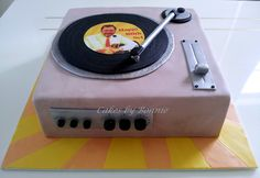 record player cake @ cakes by Bonnie
