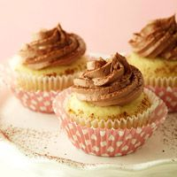 Easy Buttermilk Cupcakes with Tangy Chocolate Frosting - Diabetic Friendly (cupcake baking cups) Diabetic Cupcakes, Diabetic Cake Recipes, Diabetic Friendly Desserts, Cupcake Recipes, Cupcake Cakes, Dessert Recipes, Diabetic Meals, Healthy Desserts, Pre Diabetic