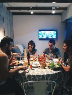 Amigos no apê Instagram @apartamento.33 @tudoorna