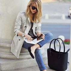 Casual chic outfit - classic trench coat, skinny jeans, black ballet flats, and sunnies Cool Summer Outfits, Casual Work Outfits, Classic Outfits, Work Casual, Casual Chic, Spring Outfits, Casual Office, Classic Wardrobe, Comfy Casual
