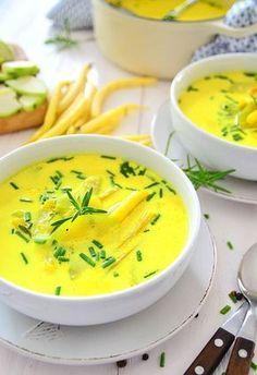 Obłędnie żółta zupa na lato z fasolką i cukinią