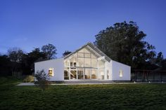 private spaces on sides, nice open, view, barn style Hupomone+Ranch+/+Turnbull+Griffin+Haesloop+Architects