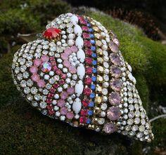 Coração mosaico feitos com strass de diversos formatos e cores.  #ldicristais  www.ldicristais.com.br