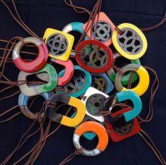 cocoricom  Sautoirs en corne et laque Laque, Washer Necklace, Jewelry, Long Necklaces, Accessories, Jewlery, Jewerly, Schmuck, Jewels