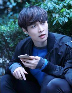 Lay you are so precious Baekhyun Chanyeol, Yixing Exo, Lay Exo, Shinee, Tao, K Pop, Luhan And Kris, Xiuchen, Kim Minseok