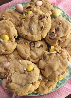 Cadbury Eggs Peanut Butter Cookies. Easter time is just around the corner! Don't let the wonderful season pass without making these Cadbury Eggs Peanut Butter Cookies! #easter #cookierecipes #cadburyeggs #easterdesserts #easterrecipes #easterideas #dessertrecipes #dessertideas #cookies #cadburyeggcookies #springtime #cookieideas Easter Snacks, Easter Appetizers, Easter Recipes, Appetizer Recipes, Easter Dishes, Easter Food, Easter Crafts, Best Dessert Recipes, Easy Desserts