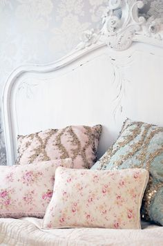 10 Tips How To Build A Lightweight House Decoration Design - Spring European Interior Trends The Best of shabby chic in Casas Shabby Chic, Estilo Shabby Chic, Shabby Chic Interiors, Shabby Chic Cottage, Vintage Shabby Chic, Shabby Chic Homes, Shabby Chic Style, Style Vintage, Shabby Chic Decor