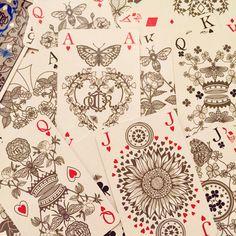 """Jeu de cartes dessiné par Michaël Cailloux en hommage à Christian Dior pour la première collection """"Dior Maison"""". #cartes #jeudecartes #christiandior #dior #diormaison"""