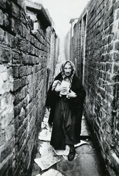 Liverpool Slums, November 1956 An elderly woman standing among the litter in a back alley of the Liverpool slumsPhotograph: Thurston Hopkins/Picture Post/Getty Images Liverpool History, Liverpool Home, Liverpool Docks, Liverpool England, Old Pictures, Old Photos, London Pictures, Vintage Photographs, Vintage Photos