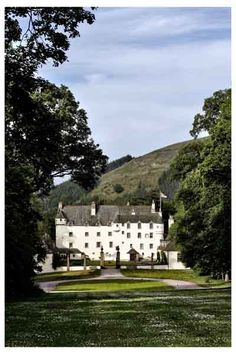 Traquair House, the most romantic house in Britain. Scottish Castles, Nook And Cranny, Most Romantic, Britain, Palace, Scotland, Explore, Mansions, Highlands