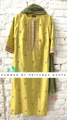 Pakistani dress design - Beautiful mustard yellow color kurti with olive green color dupatta Kurti with floral design hand embroidery thread work 03 May 2019 Embroidery Suits Punjabi, Kurti Embroidery Design, Hand Embroidery Dress, Embroidery Thread, Machine Embroidery, Pakistani Party Wear Dresses, Salwar Suits Party Wear, Pakistani Dress Design, Indian Dresses