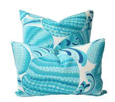Schumacher Trina Turk Pisces Outdoor Throw Pillow with Zipper image 2 Patio Pillows, Outdoor Cushions, Outdoor Throw Pillows, Outdoor Fabric, Outdoor Rooms, Outdoor Living, Pillow Inserts, Pillow Covers, Velvet Drapes