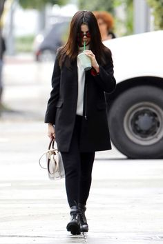 Selena_Gomez_-_Out_and_about_in_Los_Angeles_on_Feb_21-39.jpg  Click image to close this window