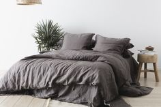 48 Inspiring Beautiful Linen Bedding Ideas To Renew Your Bedroom. Linens do not bring any unfavorably susceptible reaction. Truth be told, linens reinforce unfavorably vulnerable confusion medications. Bedding Sets Online, Luxury Bedding Sets, Comforter Sets, King Comforter, Neutral Bed Linen, Black Bed Linen, Linen Bed Sheets, Linen Bedding, Bed Linens