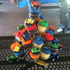 Monter truck cupcakes