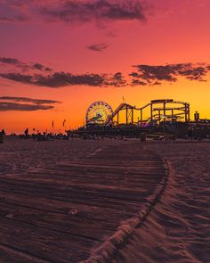Los Angeles Sunset we miss you ! Santa Monica California, California Surf, Visit California, My Happy Place, The Good Place, Los Angeles Sunset, Visit Usa, Sunset Photography, Best Vacations