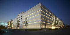 The exterior of Chesapeake Car Park One features staggered metal panels which function to screen views of the vehicles and provide airflow to qualify the building as an open parking structure.