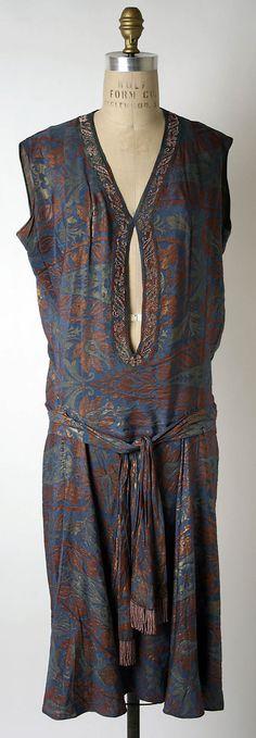 Date: 1927 Dress House of Patou; (French, founded Designer: Jean Patou (French, Culture: French Medium: silk, metal thread 20s Fashion, Art Deco Fashion, Fashion History, Retro Fashion, High Fashion, Vintage Fashion, Vintage Outfits, 1920s Outfits, Vintage Dresses