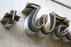 Creative Typography, Mieder, Sche, Detail, and Florian image ideas & inspiration on Designspiration Signage Board, Signage Display, Retail Signage, Wayfinding Signage, Signage Design, Lettering Design, Environmental Graphic Design, Environmental Graphics, Led Neon