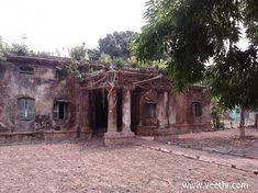 Unidentified abandoned British bungalow - Barrackpore Cantonment