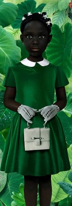 Chica guapa en verde.