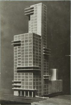 Walter Gropius und Adolf Meyer (design), Contribution to the Competition for the Chicago Tribune Office Building, 1922 / Bauhaus-Archiv Berlin © VG Bild-Kunst (Royalties Collection Society), Bonn Hospital Architecture, Classical Architecture, Futuristic Architecture, Contemporary Architecture, Art And Architecture, Walter Gropius, Old Abandoned Houses, Arch Model, Bauhaus Design