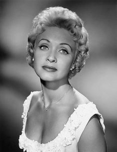 Jane Powell, Hollywood Star, Classic Hollywood, Glamour Shots, Old Movies, Classic Movies, Google Images, Stars, Blondes