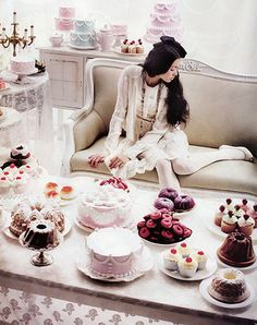 A cake party: perfect for a bridal shower. I would love a cake party/tea party