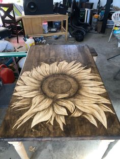 Furniture Makeover, Diy Furniture, Outdoor Pallet Projects, Wood Projects, Art And Craft Videos, Arts And Crafts, Painted Chairs, Painted Furniture, Wood Staining Techniques
