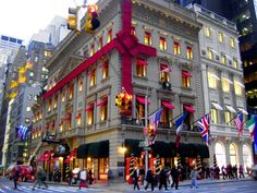 One day I will go Christmas shopping in New York...!