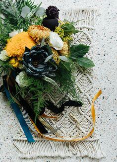 blue and yellow bouquet. Un ramo de colores súper originales.