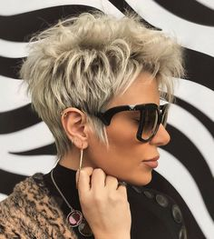 Latest Short Hairstyles That Will Give You a Glammed Up Look 07 Short Choppy Hair, Short Hairstyles For Thick Hair, Short Grey Hair, Short Hair Older Women, Haircut For Thick Hair, Short Hair With Layers, Pixie Hairstyles, Curly Hair Styles, Short Trendy Haircuts