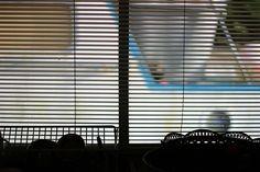 Rolety w restauracji  - http://www.aldentekrakow.pl/dekoracja-okien-restauracji-rolety/