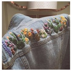 Denim Jacket Embroidery, Embroidery On Clothes, Simple Embroidery, Embroidered Clothes, Embroidery On Jeans, Embroidered Denim Jacket, Flower Embroidery, Embroidery Ideas, Jean Diy