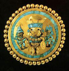 Earring of Lord of Sipán from ancient Peru, between 200 BD to 700 AD.  Gold, turquoise and wood.  El Señor de Sipán fue un antiguo gobernante del siglo III, cuyo dominio abarcó una zona del actual Perú.