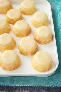 These from-scratch Mini Lemon Pound Cakes have so much lemony deliciousness with lemon in both the cakes and the glaze. Plus, they are just adorable! - Bake or Break ~ cake wedding cake kindergeburtstag ohne backen rezepte schneller cake cake Mini Desserts, Just Desserts, Dessert Recipes, Small Desserts, Healthy Lemon Desserts, Individual Desserts, Health Desserts, Cookie Desserts, Holiday Desserts