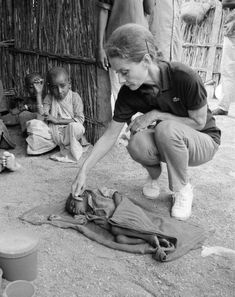 There were more than 8 million people starving to death when she visited in 1992. | Community Post: 10 Photos That Prove Audrey Hepburn Was More Than Just A Pretty Face