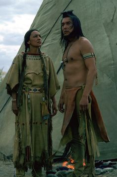 Kicking Bird played by Graham Greene & Black Shawl played by Tantoo Cardinal in Dances with Wolves Native American Face Paint, Native American Actors, Native American Wisdom, Native American Pictures, Native American Beauty, American Indian Art, Native American History, American Indians, Cherokees