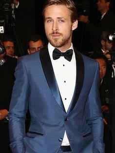"""""""Gala Look"""": Ryan Gosling trug diesen blauen Smoking von Salvatore Ferragamo in Cannes."""