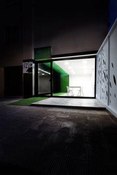 #Oficina #moderno #contract via @planreforma #puertas #fachada #suelos