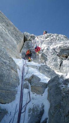A UIAA é contra estruturas fixas na rota do Everest